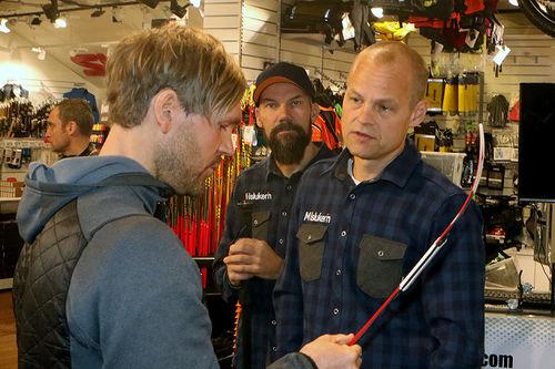 Daglig leder Eirik Bentzen (til høyre) og testsjef Aslak Berglund hos Milsluker'n, sammen med Øystein Pettersen. Foto: Erik Borg.