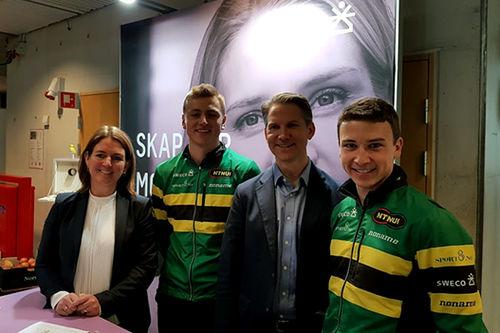 Fra kontraktsignering for det nye langløpsteamet Team NTNUI Sweco på NTNU. Fra venstre: Grete Aspelund, Jørund Vala, Peter Hagen og Ole Sollien Hulbak. Foto: Privat.
