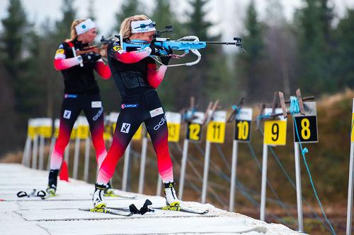 Tiril Eckhoff og resten av skiskytterlandslaget for både damer og herrer i trening på snø i Trysil tidlig i november 2018. Foto: Fredrik Otterstad/Destinasjon Trysil.