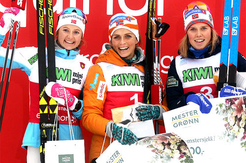 Seierspallen på damenes 10 km klassisk under Beitosprinten 2018. Fra venstre: Ingvild Flugstad Østberg (2.-plass), Therese Johaug (1) og Kari Øyre Slind (3). Foto: Erik Borg.