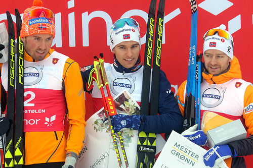 Seierspallen på herrenes 15 km klassisk under sesongåpningen på Beitostølen 2018. Fra venstre: Emil Iversen (2.-plass), Didrik Tønseth (1) og Sjur Røthe (3). Foto: Erik Borg.