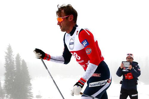 Petter Northug underveis på 15 km klassisk under Beitosprinten 2018, der han ble diskvalifisert for flere skøytetak. Foto: Erik Borg.