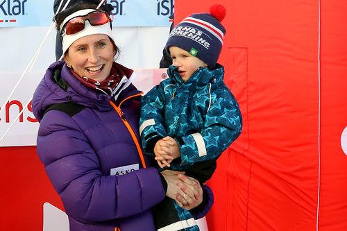 Marit Bjørgen med sønnen Marius på Beitostølen 2018. Foto: Erik Borg.