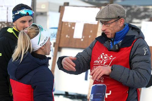 Tiril Kampenhaug Eckhoff hadde i følge Torbjørn Broks Pettersen stått noe urolig på start. Etter rennet fikk skiskytteren tydeliggjøring av langrennsreglene fra rennlederen. Foto: Erik Borg.