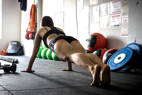 Basisøvelser med kroppsvekt som motstand er geniale. Slik får du mer ut av dem. Foto: Creative Commons/Pixabay.com.