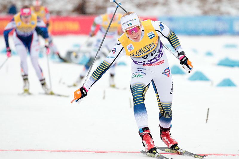 Jonna Sundling tar seieren i verdenscupsprinten på Lillehammer. Foto: Modica/NordicFocus.