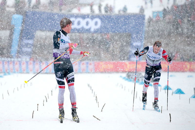 Didrik Tønseth tok spurten i Lillehammers minitour i verdenscupen 2018 foran Sjur Røthe i et forrykende snøvær. Foto: Modica/NordicFocus.