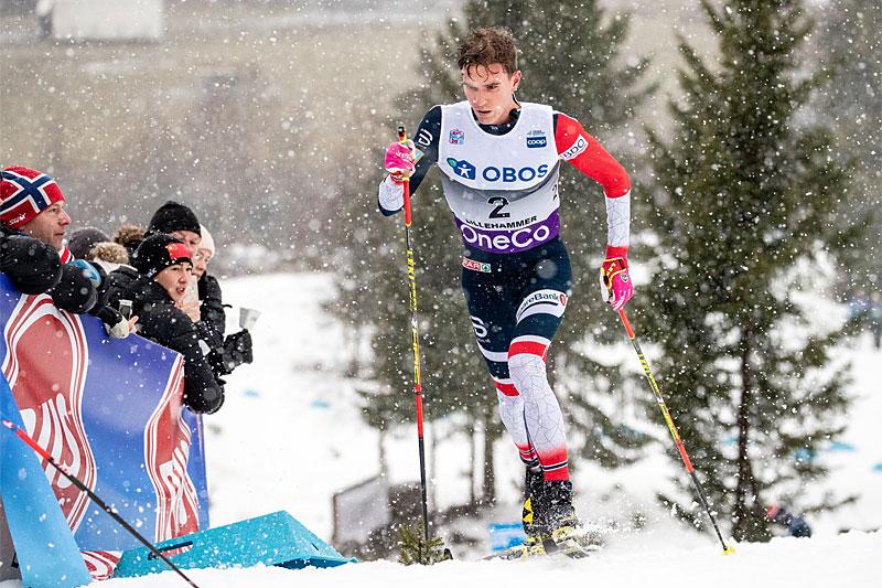 Didrik Tønseth kjempet seg gjennom 15 km i klassisk stil mens våte filler falt fra himmelen. Resultatet ble seier i verdenscupens minitour på Lillehammer. Foto: Modica/NordicFocus.