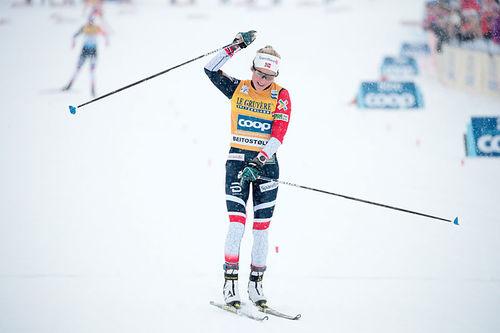 Therese Johaug inn til seier på 15 km under verdenscupen på Beitostølen 2018. Foto: Modica/NordicFocus.