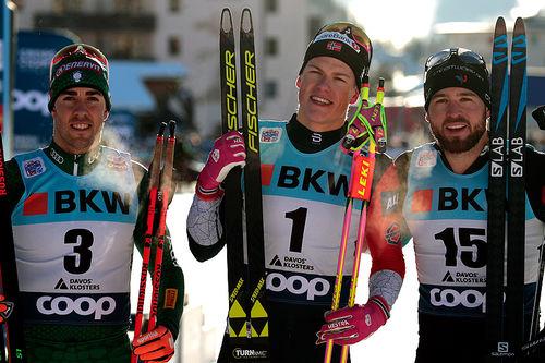 Seierspallen etter herrenes sprint i Davos 2018. Fra venstre: Federico Pellegrino (2.-plass), Johannes Høsflot Klæbo (1) og Baptiste Gros (3). Foto: Modica/NordicFocus.