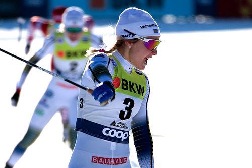Stina Nilsson inn til sprintseier under verdenscupen i Davos 2018. Foto: Modica/NordicFocus.