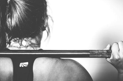 Noen treningstyper kan øke skaderisikoen ved treningsverk, mens andre kan virke lindrende. Foto: Creative Commons/Pixabay.com.