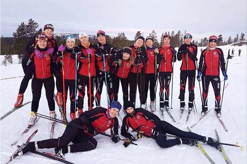 Langrennsløpere fra SAIK Skidor i Sävedalen ved Göteborg. Klubbfoto.