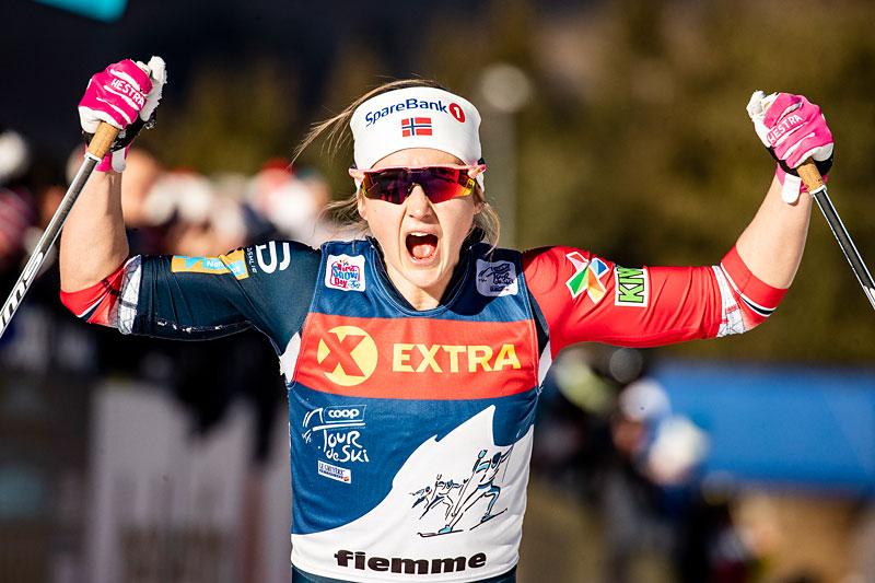 Ingvild Flugstad Østberg jubler over å ha vunnet Tour de Ski 2018/2019 på suverent vis. Foto: Modica/NordicFocus.