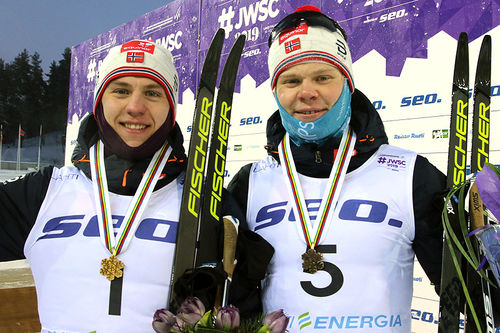 De norske medaljeherrene fra sprinten under U23-VM i Lahti 2019. Fra venstre: Erik Valnes (gull) og Joachim Aurland (bronse). Foto: Erik Borg.