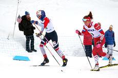 Marte Mæhlum Johansen og Yana Kirpichenko underveis på damenes 15 km klassisk fellesstart under U23-VM i Lahti 2019. Duoen spurtet til slutt om fjerdeplassen, en duell den russiske jenta gikk seirende ut av. Foto: Erik Borg.