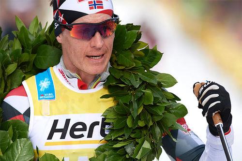 Petter Eliassen tok seieren i Marcialonga 2019 og ble med det naturlig nok også beste norske løper. Foto: Rauschendorfer/NordicFocus.