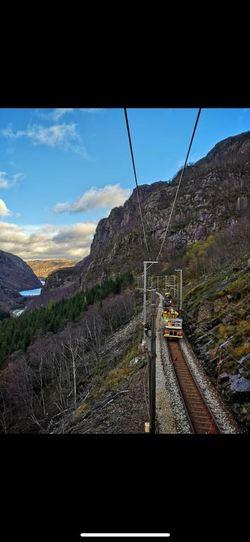 Strekking av kontaktledning mellom Mot og Egersund. Foto: Bane NOR