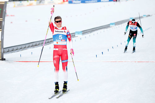 Johannes Høsflot Klæbo går i mål som VM-vinner  på sprinten i Seefeld 2019. Foto: Modica/NordicFocus.