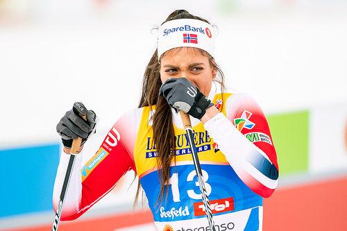 Kristine Stavås Skistad falt i semifinalen og ødela medaljesjansene sine under VM-sprinten i Seefeld 2019. Foto: Modica/NordicFocus.