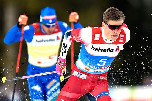 Johannes Høsflot Klæbo på vei mot gull på VM-sprinten i Seefeld 2019. Bak følger sølvvinner Federico Pellegrino. Foto: Modica/NordicFocus.