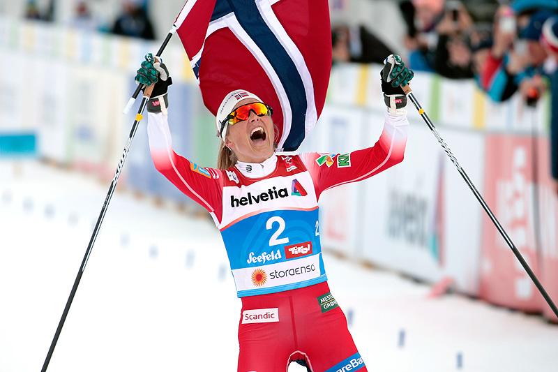 Therese Johaug for gull på 30 km fellesstart i fri teknikk under VM i Seefeld 2019. Foto: Modica/NordicFocus.