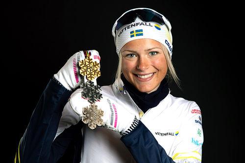 Frida Karlsson med medaljefangsten fra VM i Seefeld 2019. Foto: GEPA-pictures/WSC Seefeld 2019.