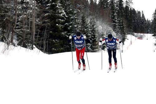 Morten Sætha og Mihhail Lukertsenko, begge fra Swix Racingservice tester smøring under World Cup i Holmenkollen 2019. Foto: Swix Sport.