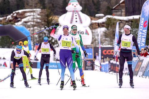 Dario Cologna tok spurten i Engadin Skimarathon 2019, som også inngikk i Ski Classics. I grønt ser vi Anders Gløersen som kapret 3. plassen. Foto: Tom William Lindström / Visma Ski Classics.