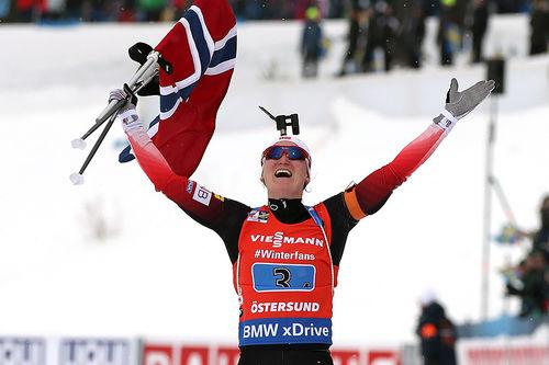 Marte Olsbu Røiseland går Norges damelag inn til gull under VM-stafetten i Östersund 2019. Foto: NordicFocus.
