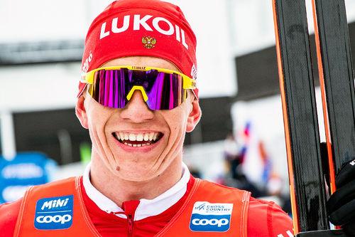 Alexander Bolshunov etter seieren på 15 km fri under verdenscupen i Falun 2019. Foto: Modica/NordicFocus.
