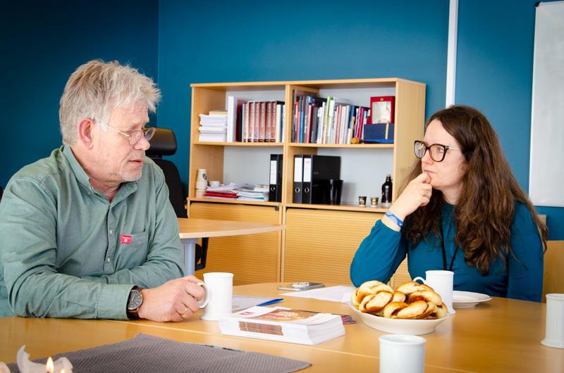 Bjørn E. Lofstad i Nasjonalforeningen for folkehelsen sammen med ordfører Marianne Grimstad Hansen.