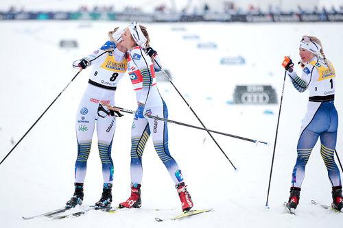 Den svenske topptrioen i verdenscupfinalens sprint i Quebec 2019. Fra venstre: Maja Dahlqvist (nr. 2), Stina Nilsson (1) og Jonna Sundling (3). Foto: Modica/NordicFocus.