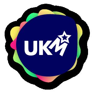 Logoen til UKM. Bokstavene U, K og M, og mange fine farger