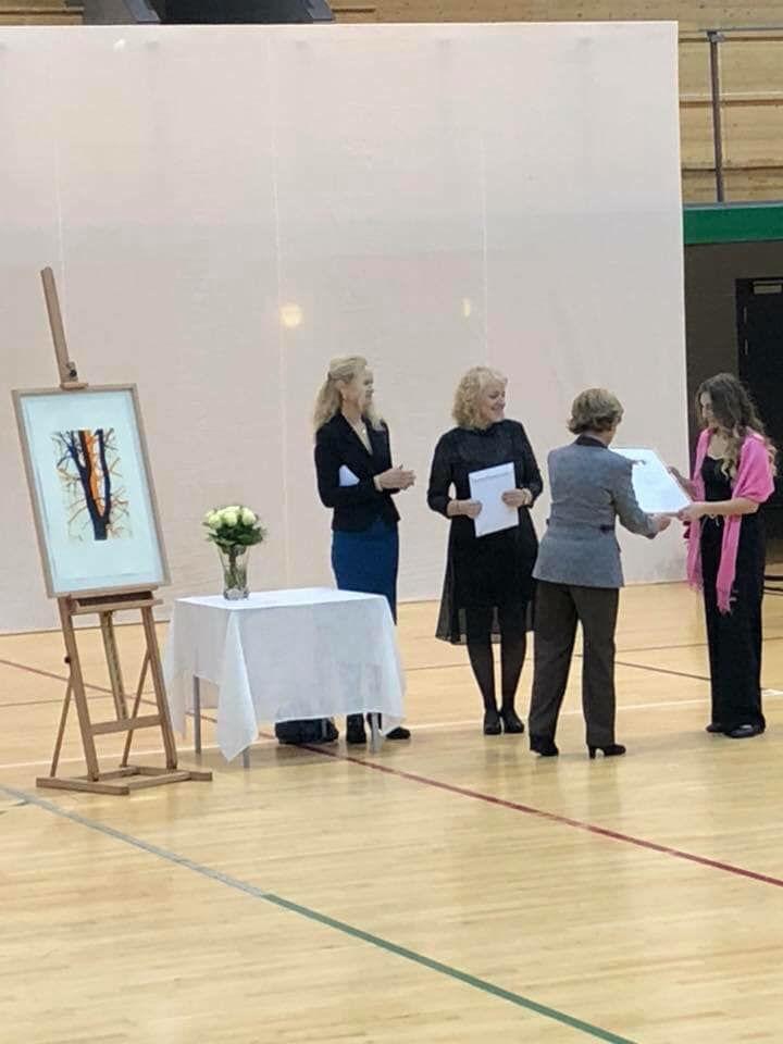 Dronning Sonja deler ut pris til Apalløkka skole