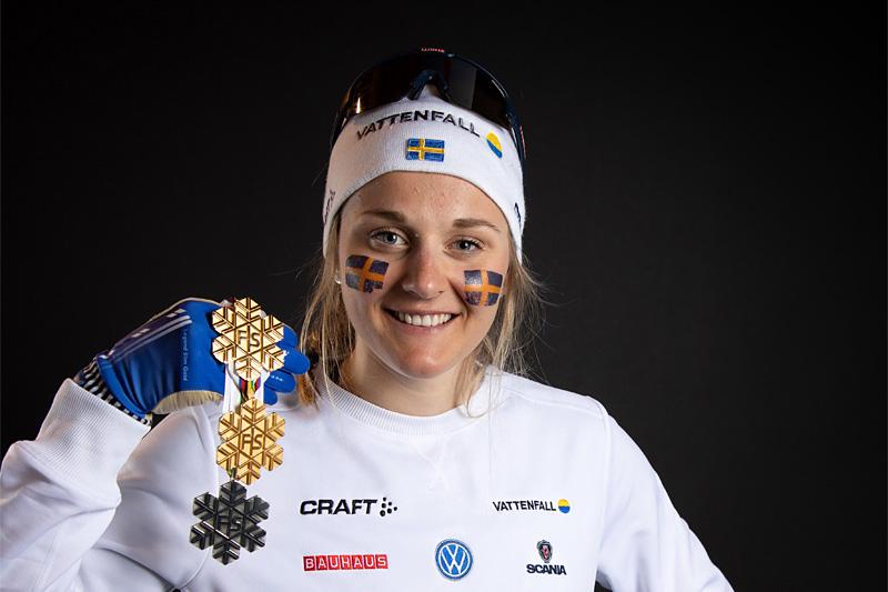 Stina Nilsson med medaljer fra VM Seefeld 2019. Foto: GEPA-pictures/WSC Seefeld 2019.