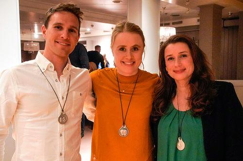 Didrik Tønseth (fra venstre), Ragnhild Haga og Marit Westgård mottok Slavemerket i forbindelse med Kobberløpet 2019. Foto: Svein Spjelkavik.