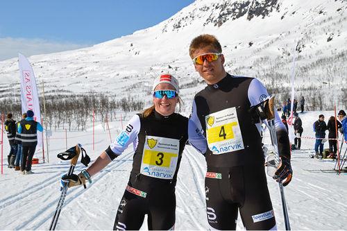 Anna Svendsen og Erik Valnes etter å ha vunnet Spanstind Rundt 2019. Foto: Stig Valter Tovås.