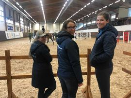 Stine Ekra, Hanne Dahl Lien og Thea Meltzer på Strömsholm under årets internasjonale studentkonkurranse.