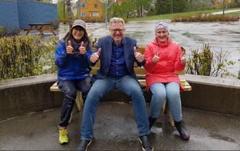 Unaas, Mona og elevrådsleder på vennebenk, Mysen skole