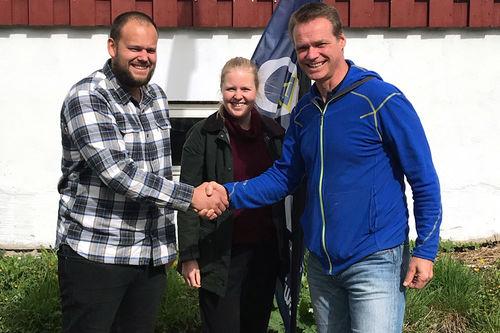 Jostein Stabell (t.v.) er ansatt som ny juniortrener i Fossums langrennsgruppe. Her sammen med hovedtrener i Fossum Langrenn, Silje Dahl Benum og Sportslig Leder i Fossum Langrenn og Skikyting, Odd Magne Ruud. Foto: Stig Halvor Langmoen.