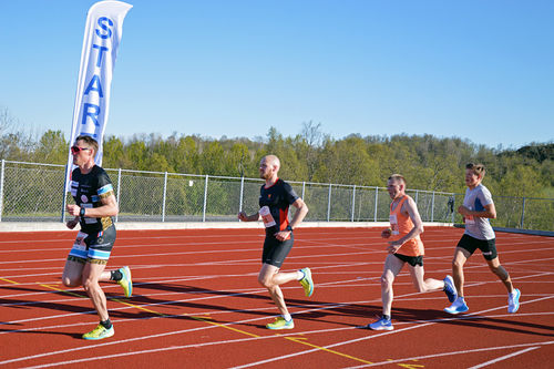 Bakerst i gruppa ligger Johannes Høsflot Klæbo, men i mål var han først av alle da BDO-Mila gjestet Harstad og Stangnes idrettspark 23. mai 2019. Foto: Stig Valter Tovås.