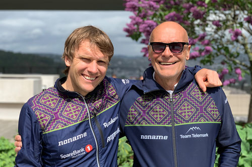 Devon Kershaw (tv) er trener for Team Telemark. Her sammen med kollega Steinar Mundal. Teamfoto.