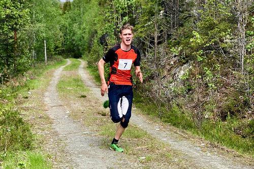 Kristen Mikkelsplass på vei mot seier i Bergheim Opp 2019. Arrangørfoto.