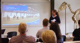 Hanne Dahl Lien forteller om utdanningsprosjekter NHS deltar i.