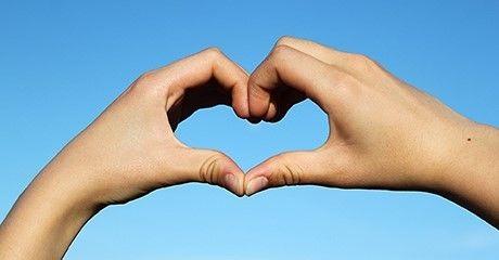 Hender viser hjerteform