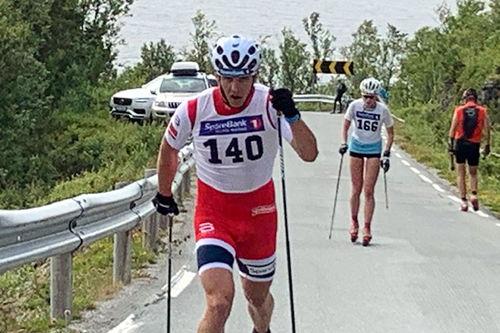 Erik Valnes på vei mot seier i Troms Rulleskicup 2019 sitt renn nummer 2, Andørja. Foto: Rune Tøllefsen.