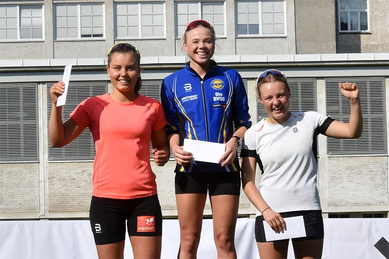 Damenes seierspall i Swecosprinten 2019. Arrangørfoto.
