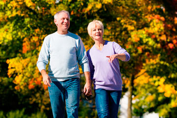 bs-seniors_walking-38638585-360