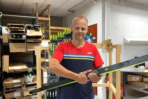 Aslak Berglund fra Milslukern Sport på skiplukking hos Finor som er Fischer-representanten her i Norge. Foto: Milslukern Sport.